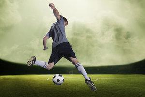 Schon vor der Erfindung des Fußballs waren Ballspiele beliebt.