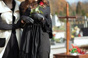 Sie sind nicht die einzige Person, die trauert und Angst vor der Beerdigung hat.