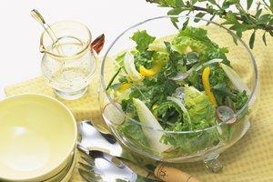 Zu einem frischen Salat passt ein italienisches Dressing.