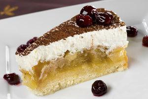 Die Apfel-Wein-Torte ist der Hit auf jedem Kuchenbuffet.