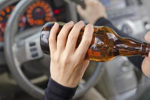 Alkohol am Steuer ist verantwortungslos.