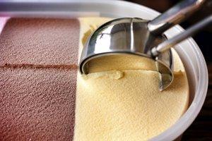 Die Eissorte bestimmt die Geschmacksrichtung des Eiscreme-Brotes.
