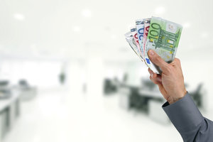 Besser Online-Banking nutzen - Überweisungen in der Filiale kosten Zeit.