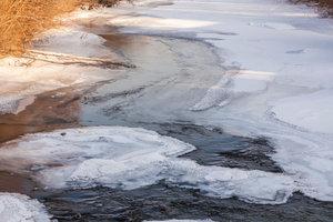 Seen gefrieren von oben zu.