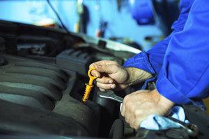 Ein Lagerschaden kann beim Auto entstehen, wenn es nicht gepflegt wird.