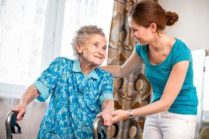 Beim verpflichtenden sozialen Jahr können Sie vielen Menschen helfen.