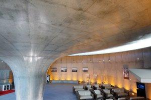 Das Dach hat Ähnlichkeit mit der Logarithmusfunktion.