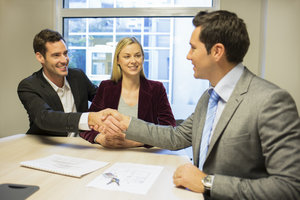 Kreditraten auszusetzen kann bei finanziellen Engpässen helfen.