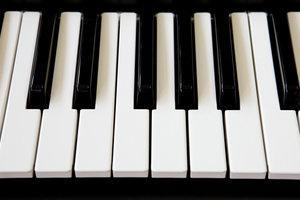 Mit einer Klaviertastatur lassen sich Kirchentonleitern am leichtesten erklären.