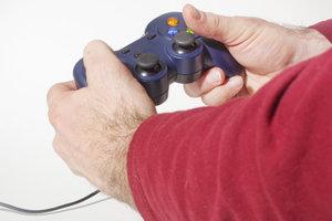 Beim Spielen mit Konsolen wird eine Menge Strom verbraucht.