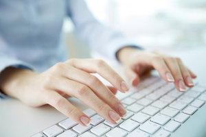 Es gibt einen Unterschied beim Einschalten von manchen Tastaturen.