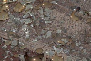 Zerbrochenes Porzellan kann zugeschnitten werden.