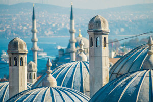Ein Blick über die Dächer von Istanbul - welches genau zwischen Orient und Okzident liegt.
