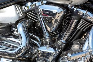 Damit Motorräder glänzen, sollten sie regelmäßig poliert werden.