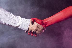Fausts Pakt mit Mephisto, also dem Teufel, ist legendär.