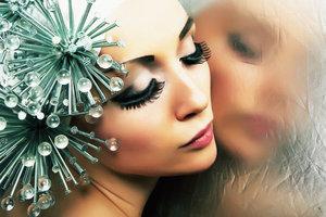 Das eigene Spiegelbild kann seltsame Gedanken hervorrufen.