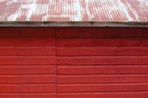 Bei Garagen und Schuppen ist ein Blechdach beliebt.