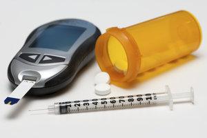 Der Blutzucker wird meist mit Insulin oder Tabletten ins Lot gebracht.