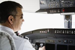 Auch als Brillenträger dürfen Sie Pilot werden.