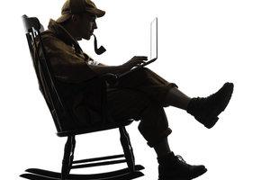 Der neue Sherlock nutzt Smartphone und Laptop bei der Detektivarbeit.
