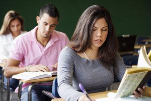 Als Person in der Ausbildung haben Sie vielleicht Anspruch auf BAföG.