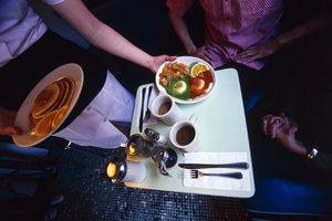 Der Freundschaftsdienst in der Gastronomie muss angemeldet sein, wenn er umsonst ist.
