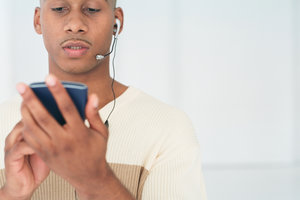 Wenn der Sound nur noch über Kopfhörer läuft, kann ein Update helfen.