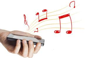 Mit dem Smartphone können Sie Radio hören.