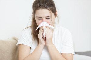 Eine hartnäckige Erkältung wird häufig von einem Schnupfen begleitet.