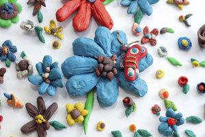 Play-Doh-Knete kann ohne viele Probleme im Backofen getrocknet werden.