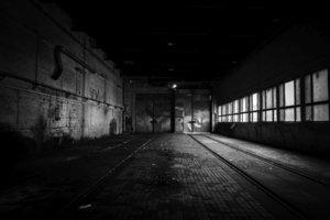 Düstere, enge Fabrikgebäude - im 19. Jahrhundert der Arbeitsplatz vieler Menschen.