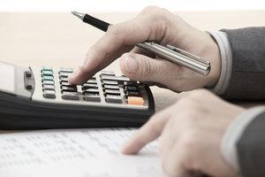 Vor der Umsatzsteuererklärung via Elster-Formular müssen alle Umsatzzahlen erfasst werden.