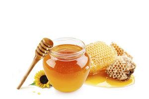 In Honig können sich Bakteraiensporen befinden, die zu Säuglingsbotulismus führen.