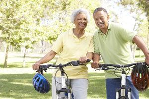 Für sportlich aktive Rentner ist eine maßgeschneiderte Unfallversicherung sinnvoll.