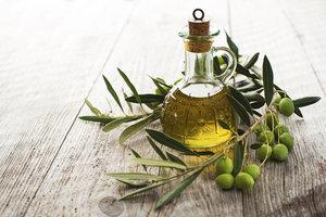 Kalt gespresste Pflanzenöle gehören zu den gesündesten Fetten.