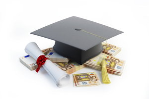 Auch nach abgeschlossener Ausbildung kann manchmal Kindergeld beantragt werden.