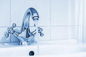 Den richtigen Wasserhahn für das Untertischgerät verwenden