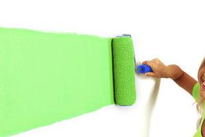 Hochdeckende Wandfarbe erspart Kosten und Ärger.