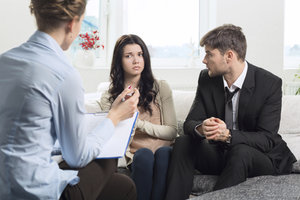 Streitigkeiten zwischen Geschwistern können die gesamte Familie belasten.