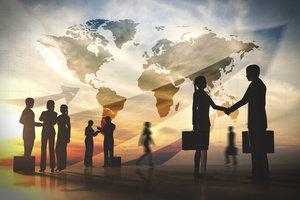 Handel zwischen Ländern zum gegenseitigen Vorteil - das bedeutet der komparative Kostenvorteil.