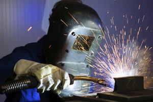Schweißen ist ein gängiges Verfahren um Metalle zu verbinden.