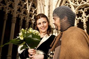 Eine mittelalterliche Hochzeit erfordert die passende Garderobe.