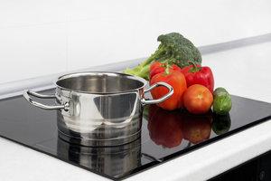 Ein Kochfeld sollte mit einer Dunstabzugshaube kombiniert werden.