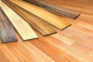 Laminat kann auch auf Holzboden verlegt werden.
