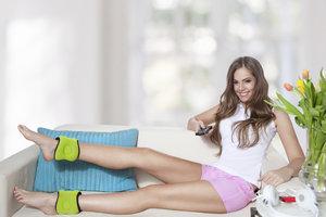 Das Beinmuskeltraining lässt sich bequem zuhause durchführen.