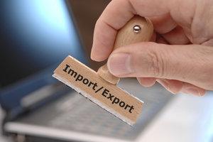 Die T1-Papiere müssen nach dem Transport den Zoll vorgelegt werden.