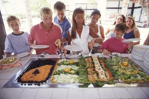 Ein Buffet bietet Ihren Gästen Abwechslung.