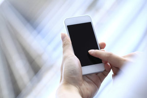 Nutzen Sie Ihr Smartphone mit einer Translation-App für Übersetzungen.