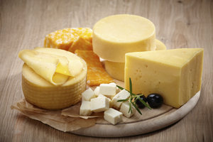 In Käse ist unterschiedlich viel Cholesterin enthalten.