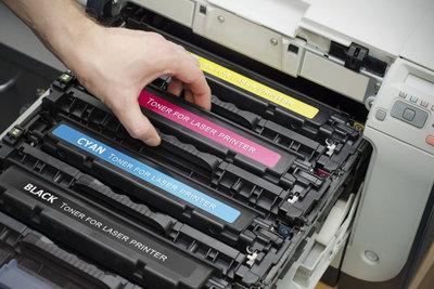 Toner und Trommel sind wichtige Bestandteile eines Laserdruckers.